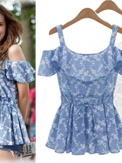 *** พร้อมส่ง *** เสื้อสายเดี่ยวสีฟ้า มีแขนโชว์ไหล่ แต่งระบายที่อกปักลายดอกไม้เอวยางยืด สไตล์ยุโรป