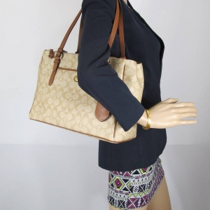 กระเป๋า COACH F24603 SVCYY Peyton Signature Double Zip Carryall Shoulder Bag