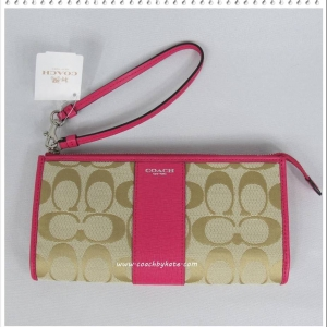 กระเป๋า COACH F50871 SVBCM Zip Top Wristlet Wallet