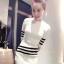 ++สินค้าพร้อมส่งค่ะ++ชุดเซ็ทเกาหลี เสื้อแขนห้าส่วน คอกลม ผ้า knitting เนื้อดี แต่งลายเส้นขอบแขน+กระโปรงสั้นน่ารัก – สีขาว thumbnail 4