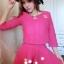 ++สินค้าพร้อมส่งค่ะ++ ชุดเซ็ทเกาหลี เสื้อคอกลม แขนยาว ซิบหลัง แต่งด้วยเข็มกลัด Channel ที่อก+กระโปรงสั้มตัดครึ่งทรงกลม – สี Red Rose thumbnail 4
