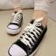 Pre Order - รองเท้าผ้าใบแฟชั่น เรียบ ๆ เรียบร้อย สี : สีขาว / สีดำ / สีแดง thumbnail 1